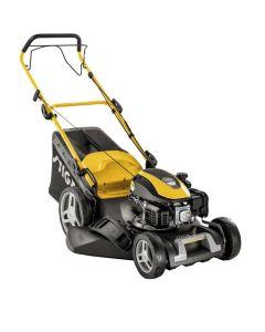 Selvgående gressklipper med 139 cc bensinmotor og 60 liters gressoppsamler.